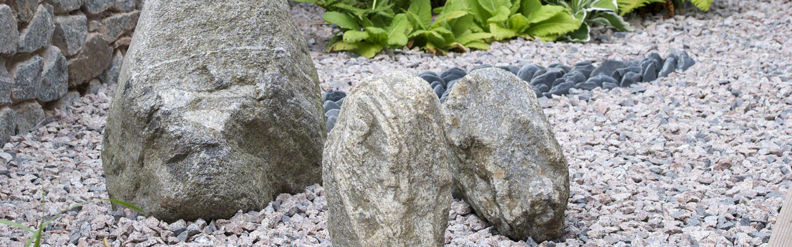superb-n-stones-with-rocks-bring_garden-rocks